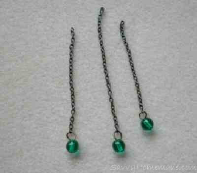 Hook a bead on to the bottom link off each chain