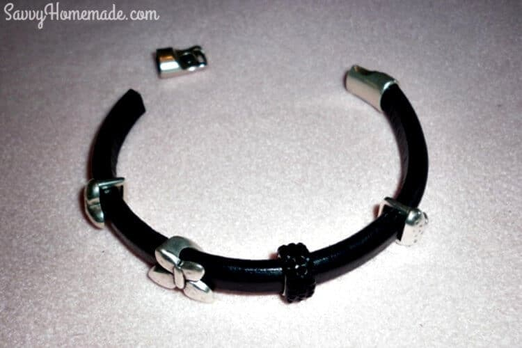 how to make a licorice leather bracelet step1