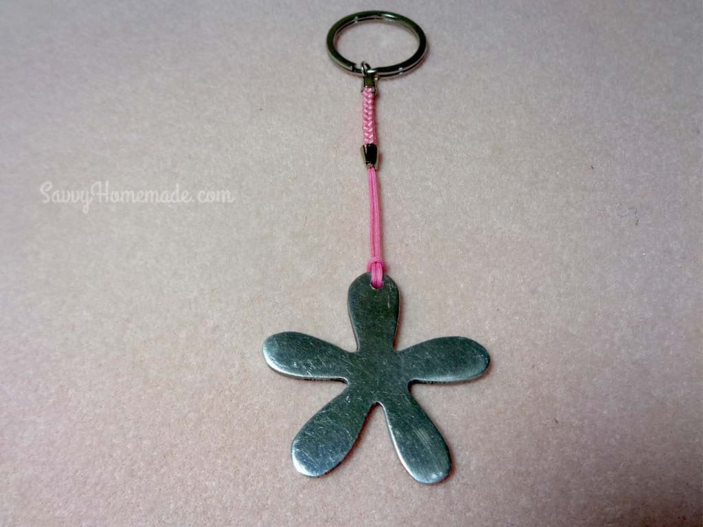 Once you have attached your pendant to the keychain, set it aside