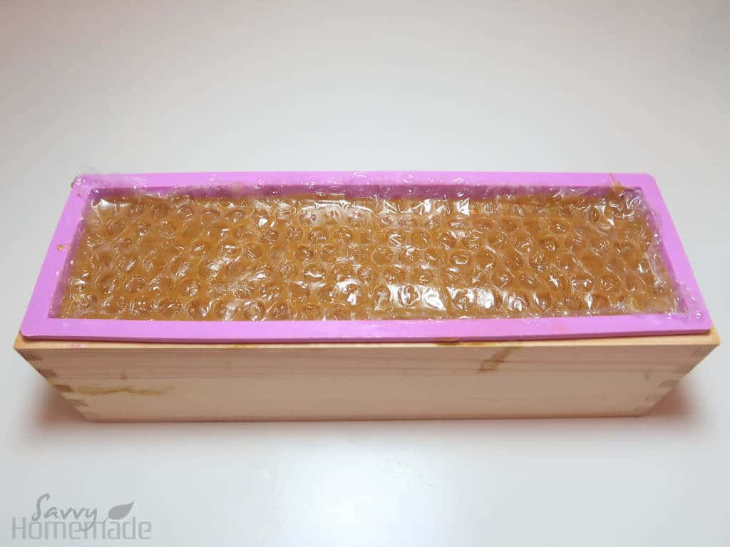 how to make honey comb soap: Place the remaining peice of bubble wrap on top