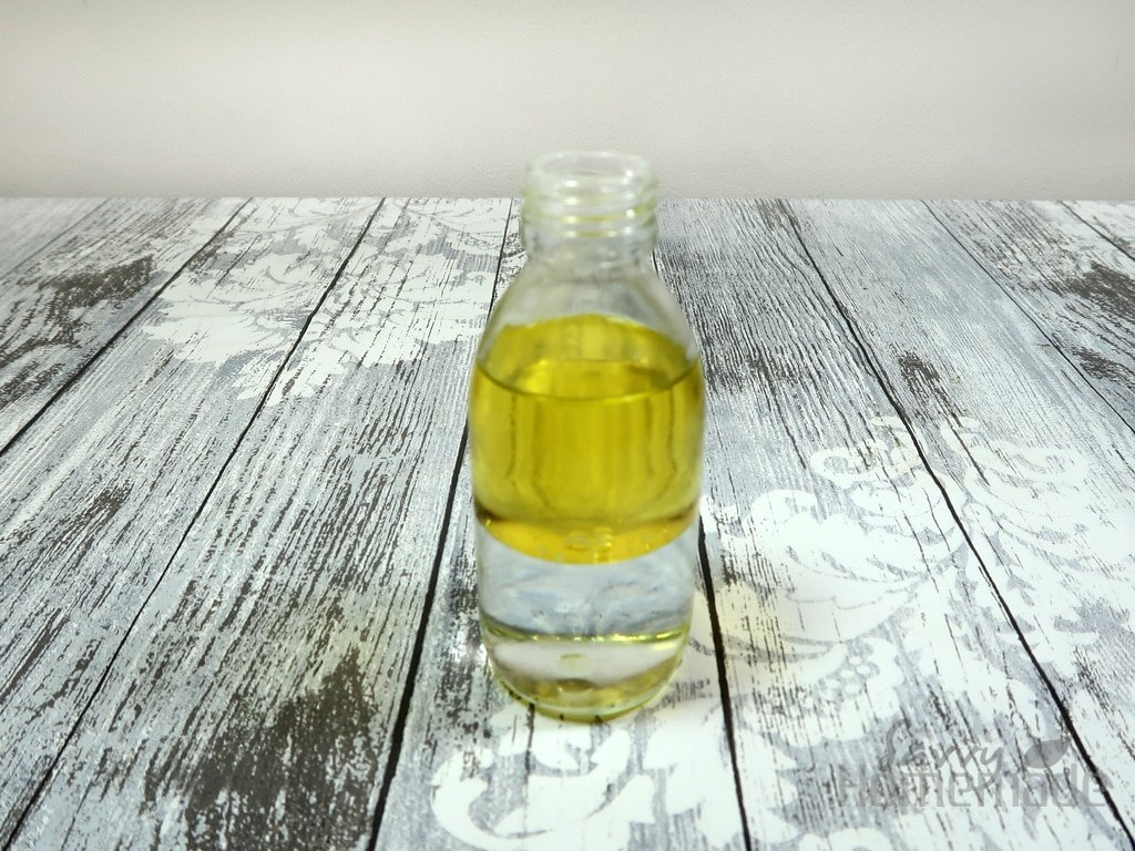 Step 6c: The oil phase will sit on top, shake before use